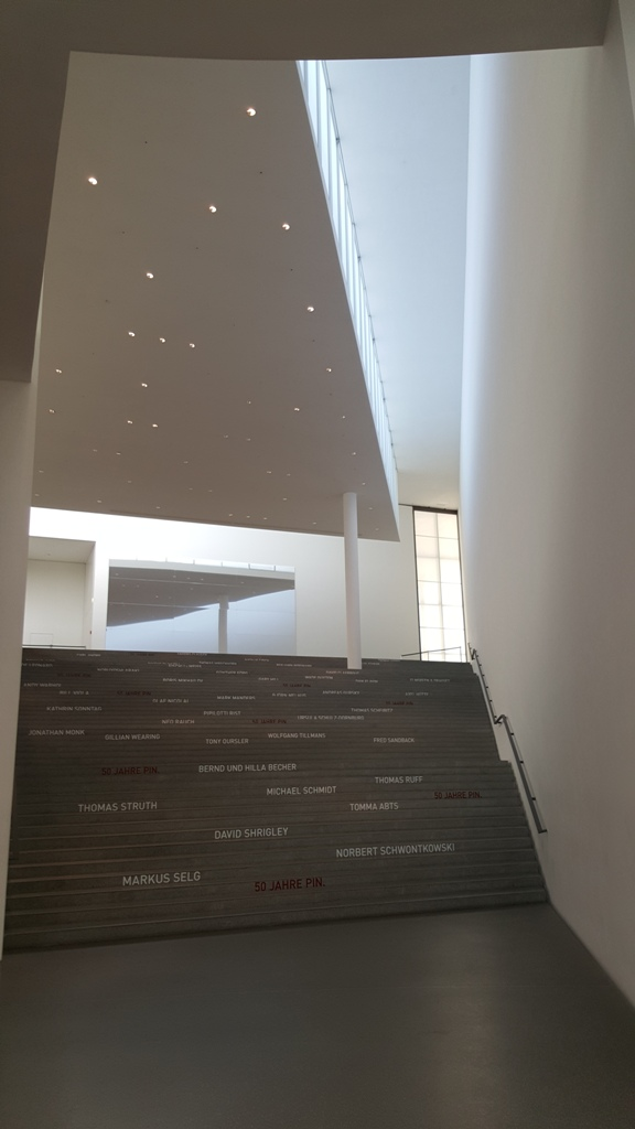 treppe in der Pinakothek der Moderne